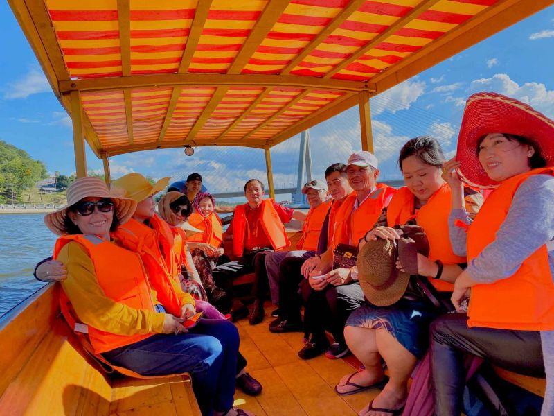 Hình Khách Tour Úc