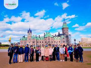 Hình Khách Hàng Tham Gia Tour Canada Cùng VieTourist