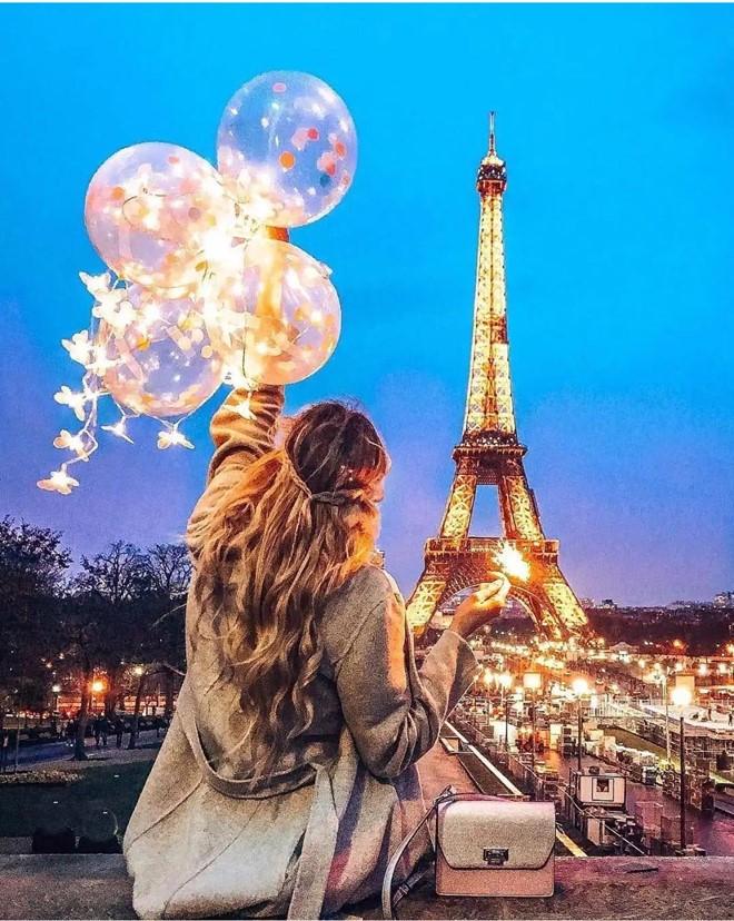 Check-in với tháp Eiffel vào ban đêm